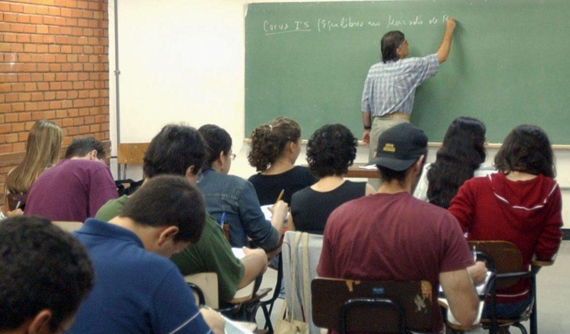 Resultado de imagem para alunos em sala de aula em pernambuco