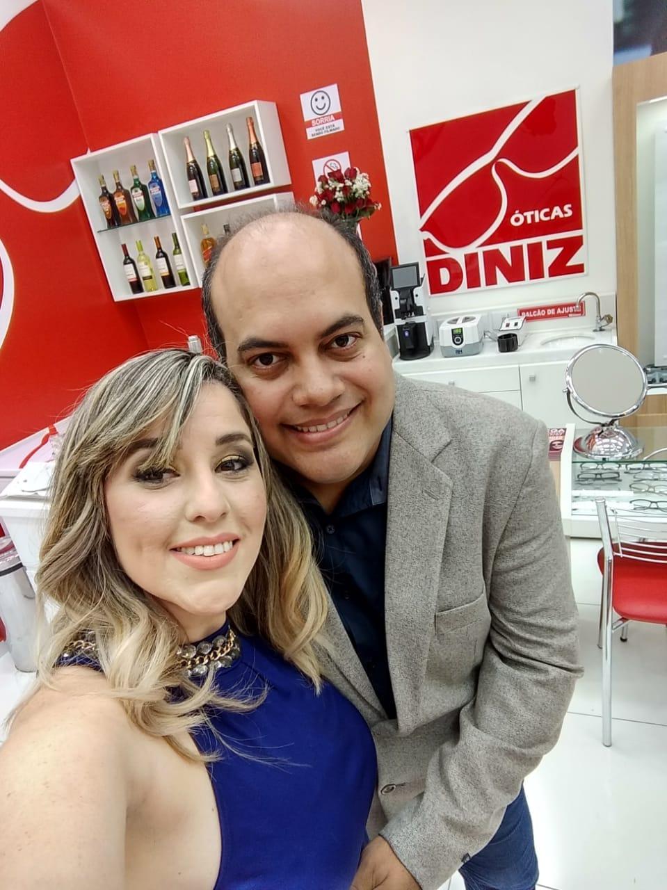 Divaneide Mendonça e Evaldo Silva de Almeida são diretores franqueados das Óticas  Diniz fc1eee3b9e